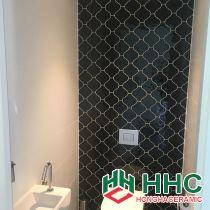 Mẫu thiết kế gạch nhà tắm màu đen trang trí